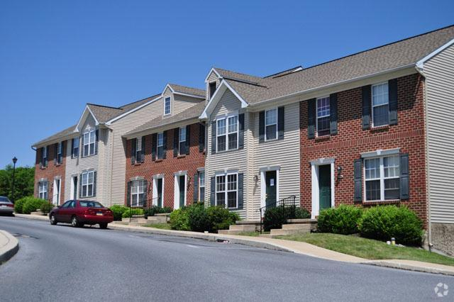 townhomes with alternating exterior finish
